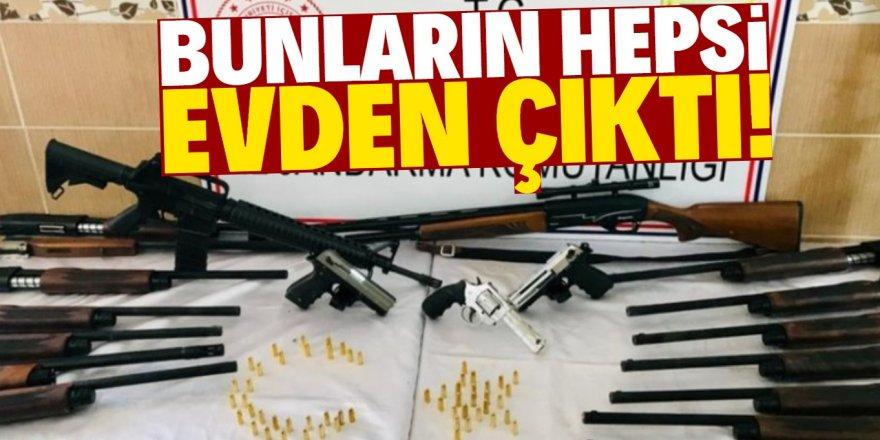 Baskın yapılan evde 18 tüfek ve 3 tabanca bulundu