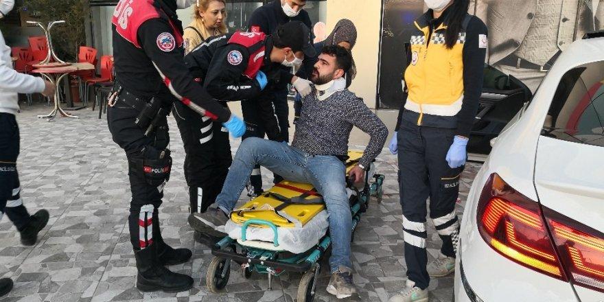 Yatırıldığı sedyeden defalarca kalkan yaralı sürücü güçlükle ikna edildi