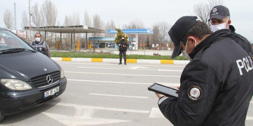 Beyşehir'de polis tedbirlere uymayanlara ceza yağdırdı