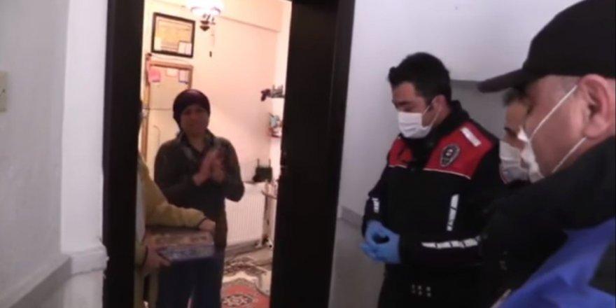Evden çıkamayan genç kıza polis zeka oyunu getirdi