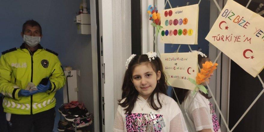Küçük kız bağış kampanyası için polisten yardım istedi