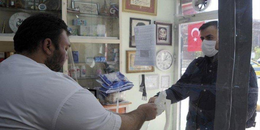 Ankara ve İstanbul'daki eczanelerde ücretsiz maske dağıtımı başladı