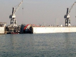 İzmirde askeri tersanede korkutan kaza
