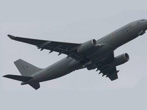 Rus askerler Kırımı işgal etti, Türk uçağı geri döndü