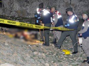 Pompalıyla öldürülmüş 2 erkek cesedi bulundu