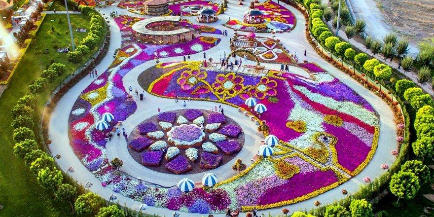 Selçuklu Çiçek Bahçesi göz kamaştırıyor