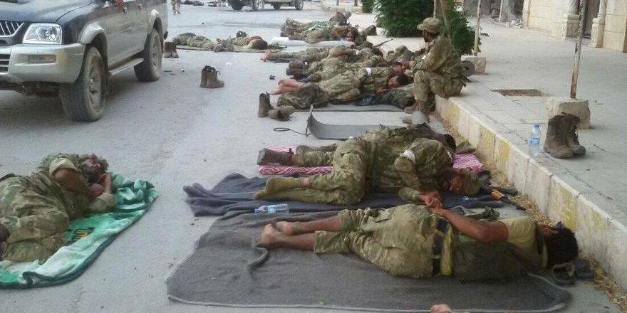 ÖSO askerleri sokaklarda uyuyor