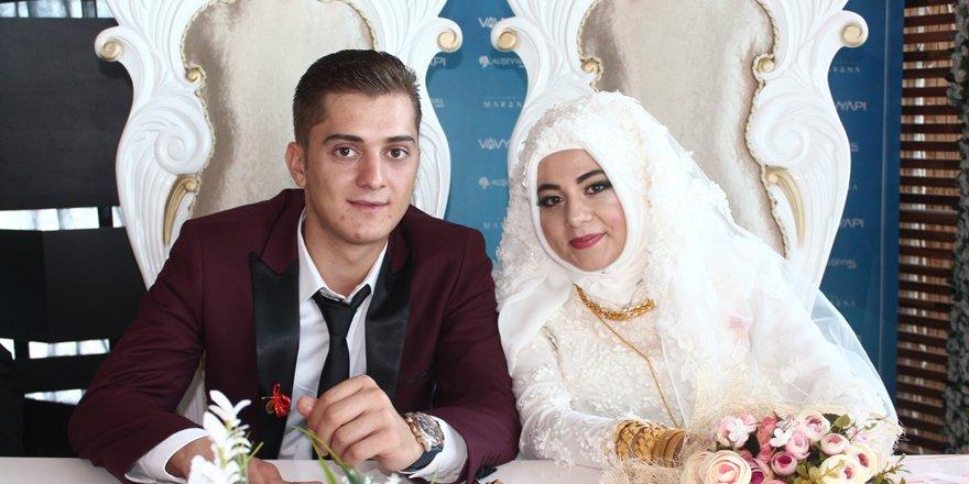 Marina'da çifte düğün