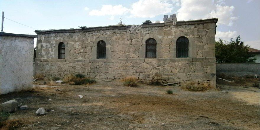 Tarihi evler yok oluyor