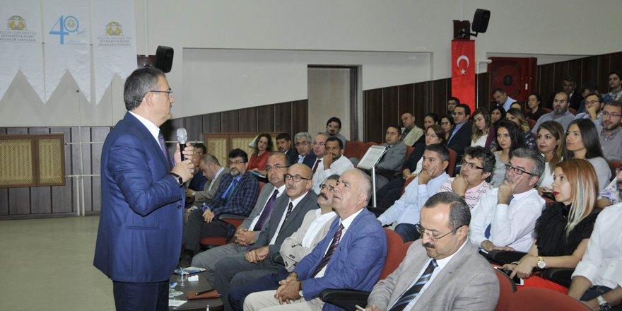 Rektör Şahin, Akademik Kurul Toplantısı'na katıldı