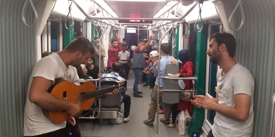 Konya tramvaylarında müzik resitali