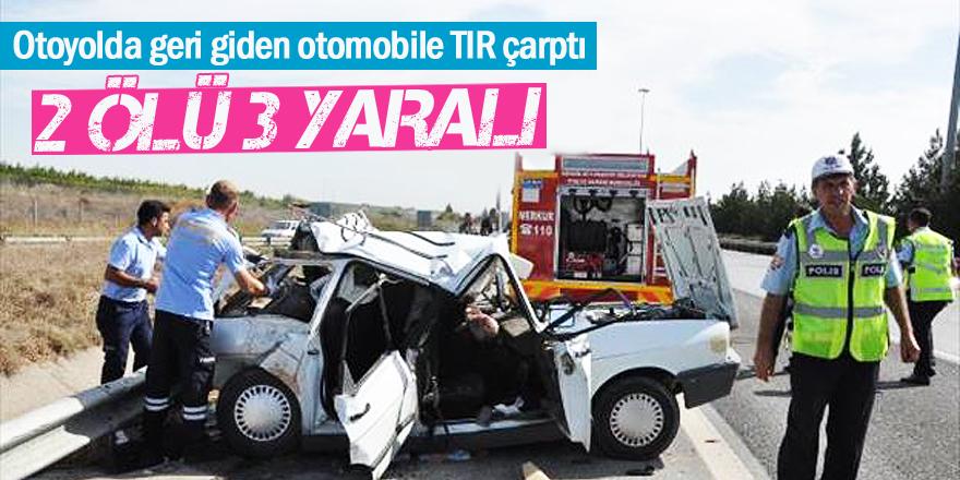 Otoyolda Geri Giden Otomobile Tır Çarptı: 2 Ölü, 3 Yaralı
