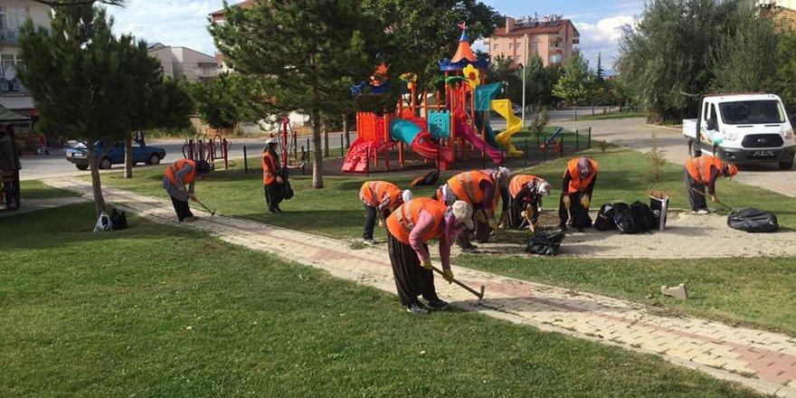 Beyşehir'de park ve yeşil alanlarda çalışmalar sürüyor