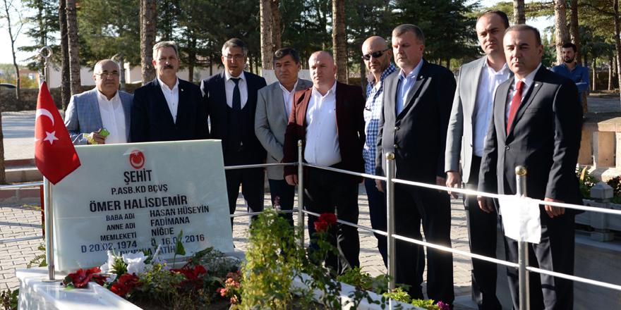 Konyaspor'dan Ömer Halisdemir'in mezarına ziyaret