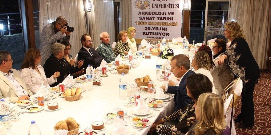 Sınıf arkadaşları 30 yıl sonra Konya'da buluştu