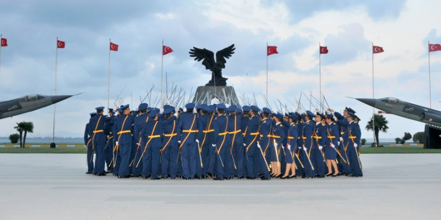 Darbe semineri yapan 12 havacı subay tutuklandı