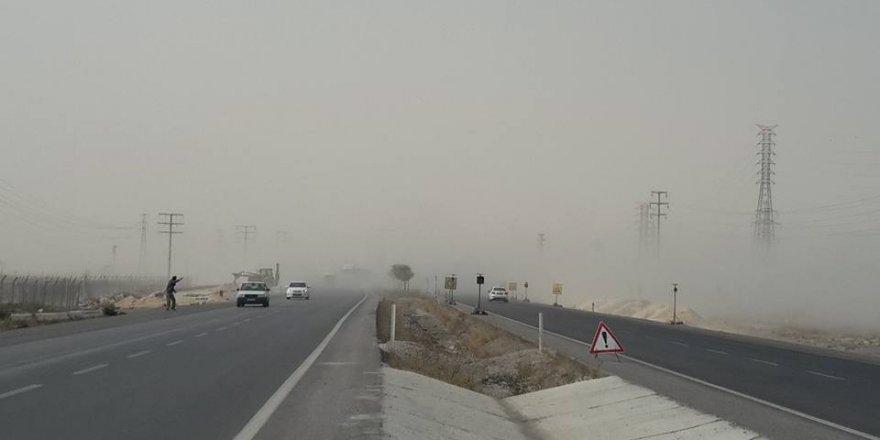 Rüzgar tozu dumana kattı ulaşım aksadı