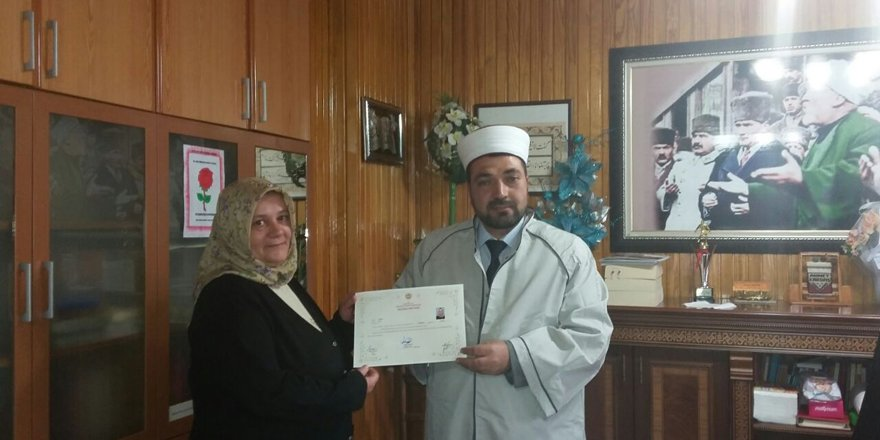 Ezan sesinden etkilenen Bulgar kadın Müslüman oldu