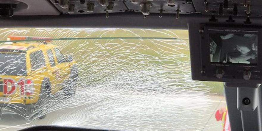 F.Bahçe kafilesini taşıyan uçağın camı kırıldı