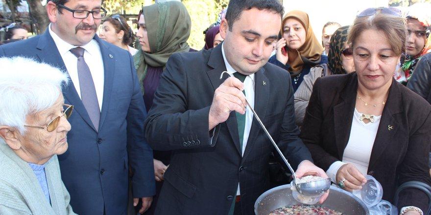 MHP İl Başkanlığı aşure ikram etti