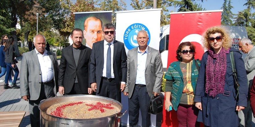 Türk Eğitim-Sen aşure ikramı yaptı