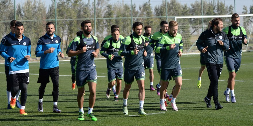Konyaspor'da Fenerbahçe maçı hazırlıklarına başladı