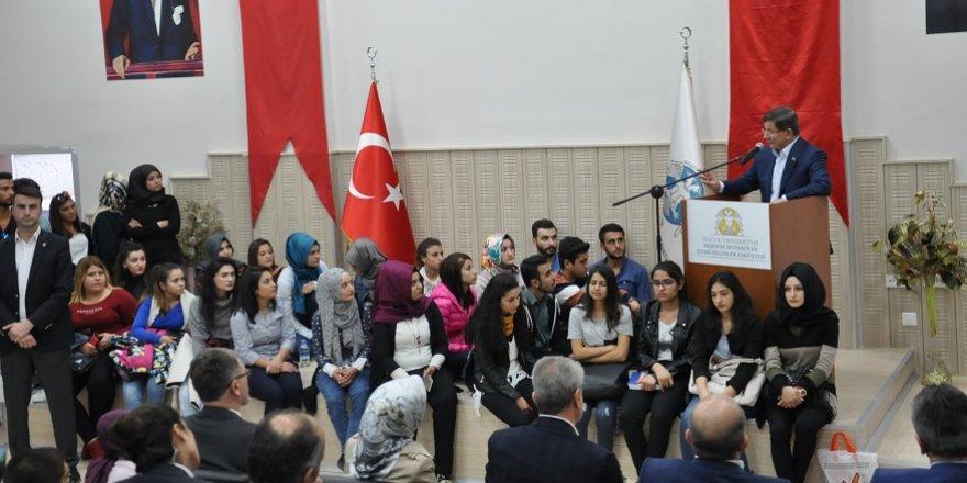 Eski Başbakan Davutoğlu Akşehir'de
