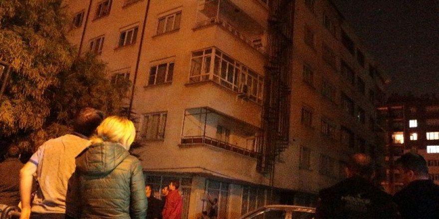 Konya'da göçük riski olan bina boşaltıldı