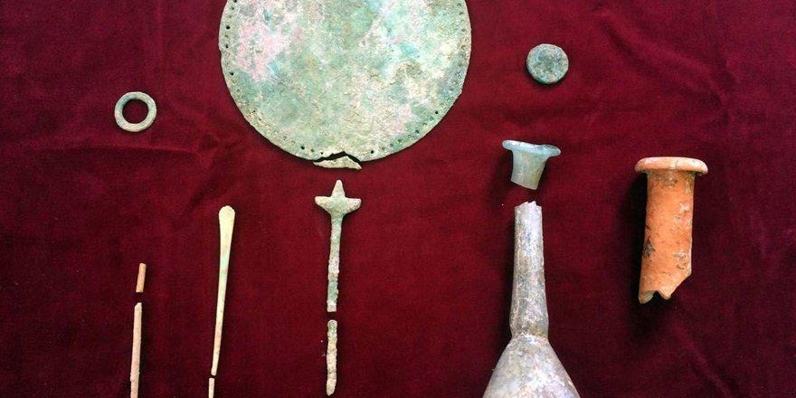 Tarihi mezardan ölülere hediye olarak bırakılmış eserler çıktı