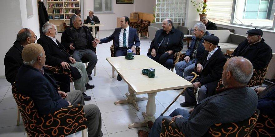 Başkan Altay, emekli lokalini ziyaret etti