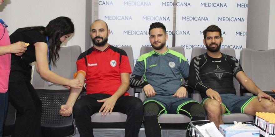 Konyaspor'da futbolcular kan verdi