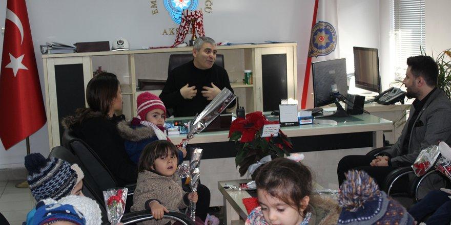 Akşehir'de çocuklardan polise ziyaret