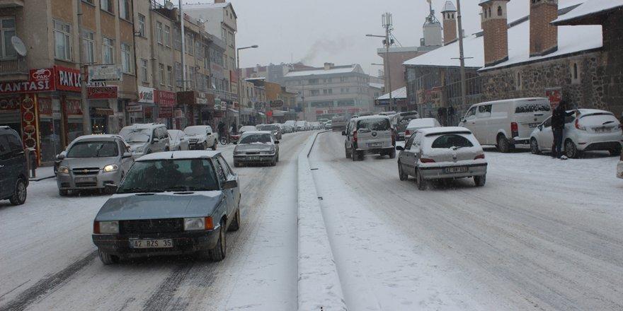 Karapınar'da kar yağışı