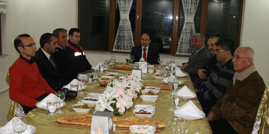 Kulu Kaymakamı Arslan, gazetecilerle yemekte bir araya geldi
