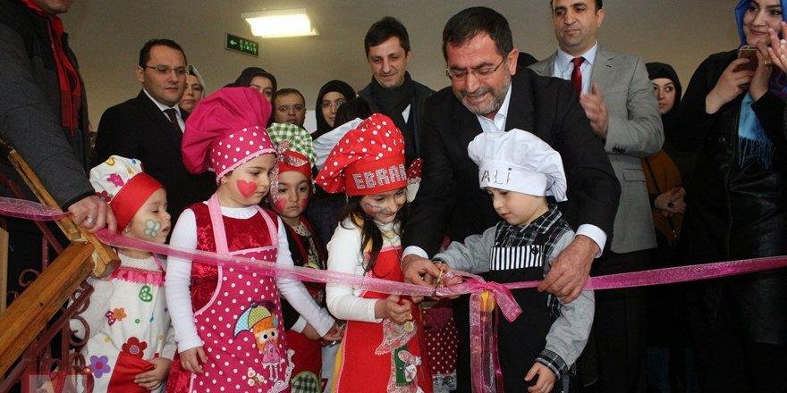 Miniklerinden Halep'teki kardeşlerine yardım