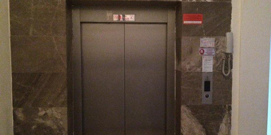 Tehlikeli asansör dehşet saçıyor!