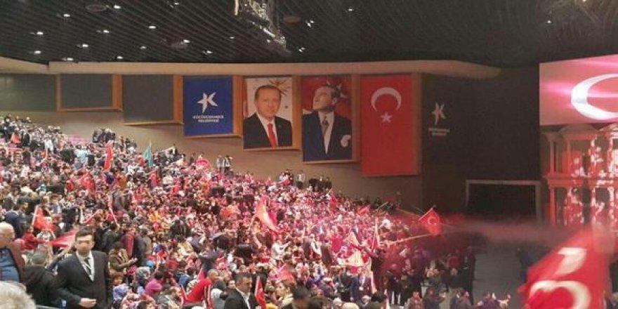 MHP gecesinde 'Erdoğan posteri' tartışması