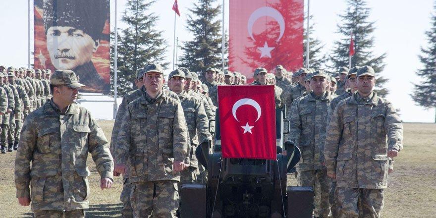Eğitimini tamamlayan askerler yemin etti