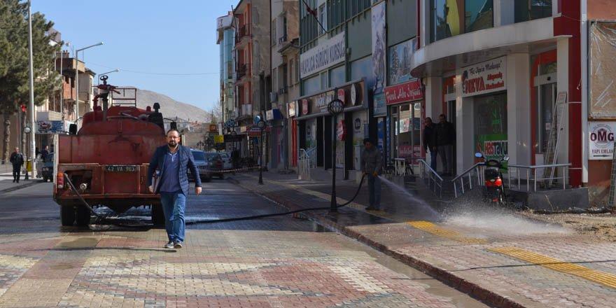 Ilgın'da cadde ve kaldırımlarda bahar temizliği