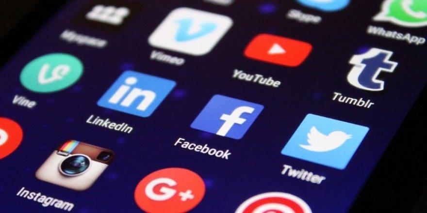 Facebook ve Twitter'a referandum ayarı