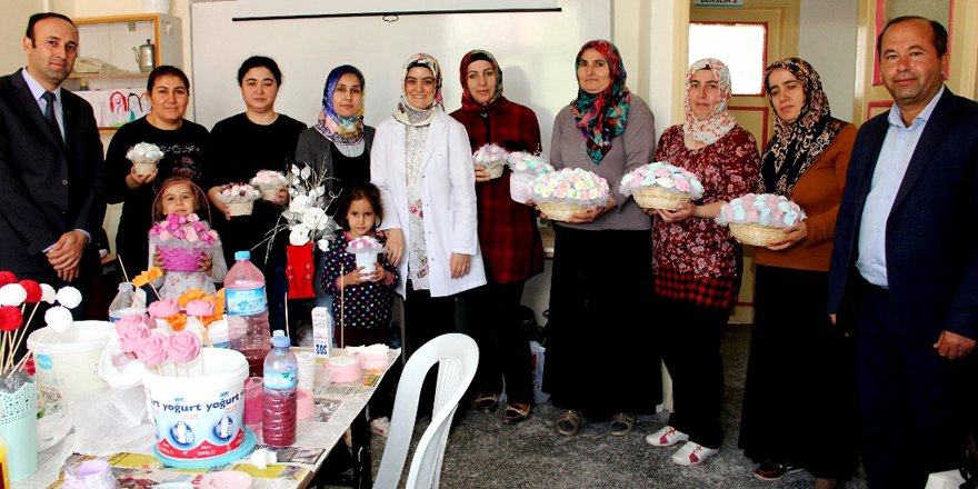 Kokulu taş tozuyla aile bütçesine katkı sağlıyorlar