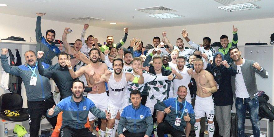 Konyasporlu futbolculardan Kadıköy pozu