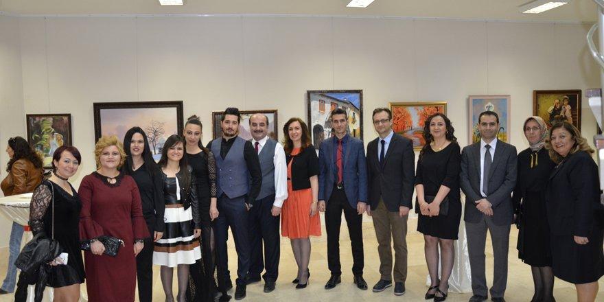 SÜ'de akademik personel resim sergisi açtı