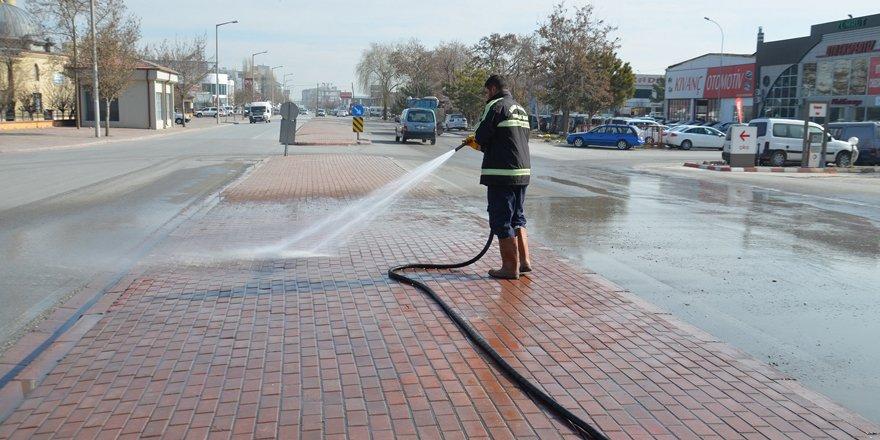 Kaldırım ve yol yıkama çalışmaları hız kesmiyor