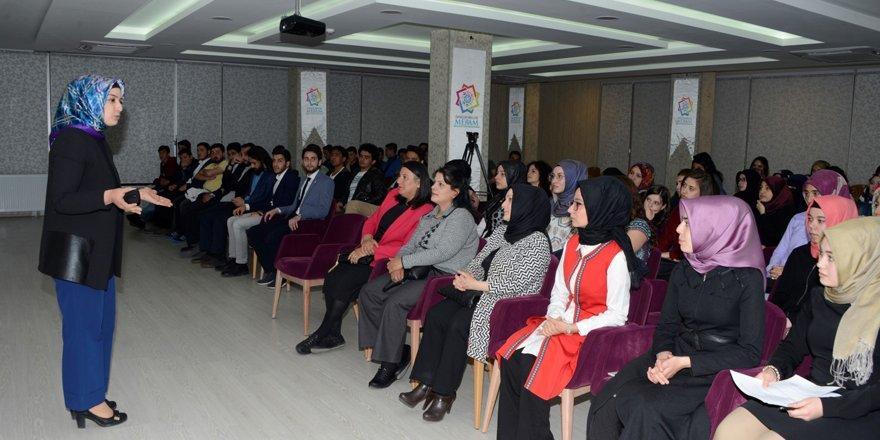 """Meram Gençlik Meclisi'nden """"Ahlak"""" konferansı"""