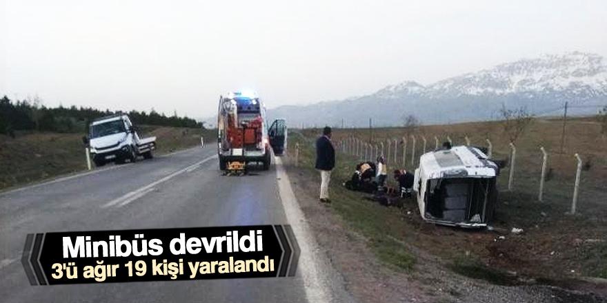 Konya'da minibüs şarampole devrildi: 19 yaralı