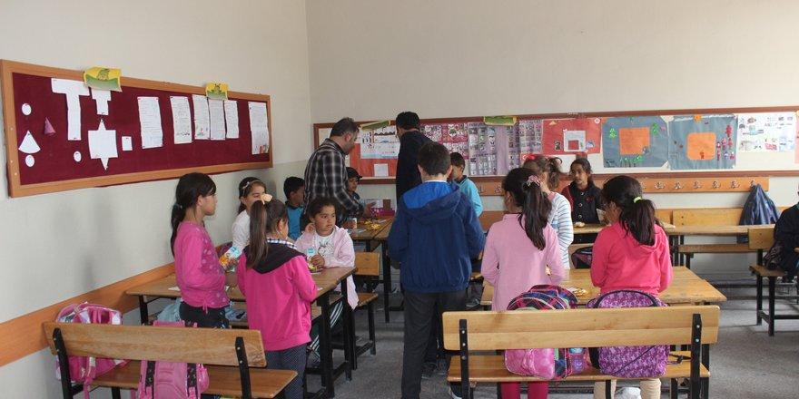 Karapınarda öğrenciler oyuncaklarını paylaştı
