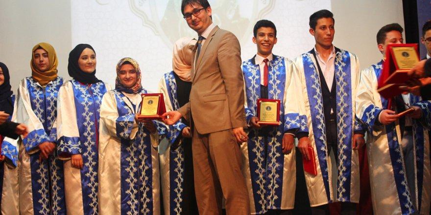 Özel Enderun'da mezuniyet sevinci