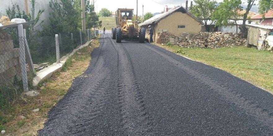 Seydişehir'de merkez mahallelerde sıcak asfalt serildi