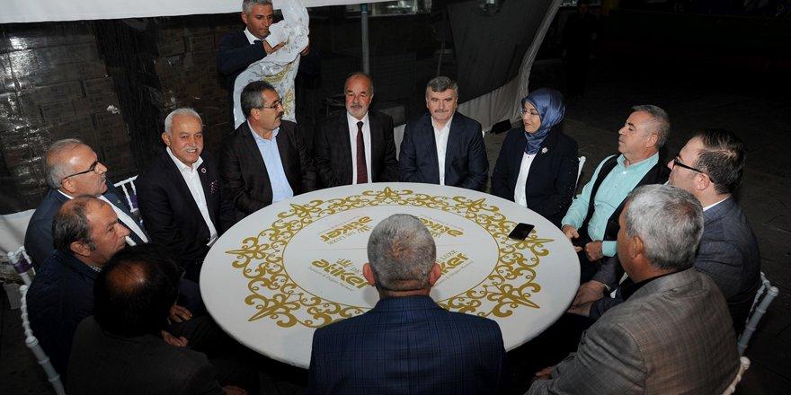 Başkan Akyürek, KİMSEV ve Meram Muhtarlar Derneği iftarına katıldı
